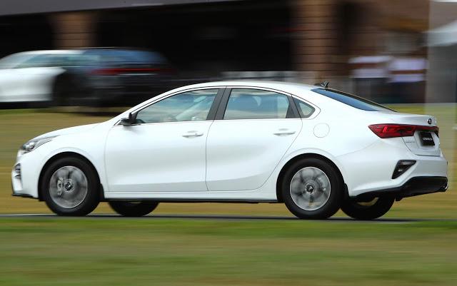 Carros importados: vendas desabam com dólar caro